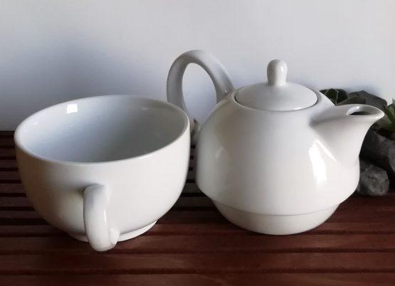 Porzellan Teekanne und Tasse