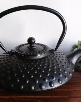 Gusseiserne Teekanne